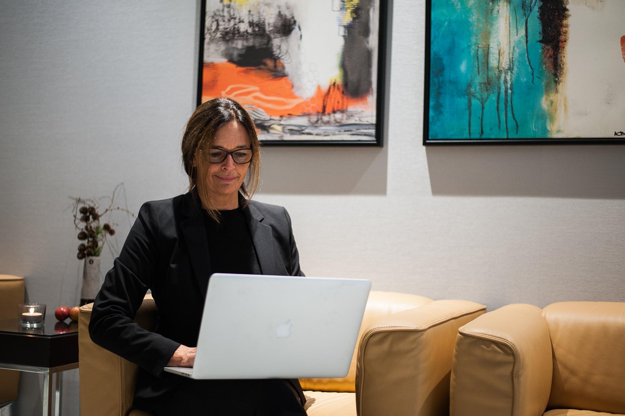 Kristine Hejgaard billede indendørs portræt 112